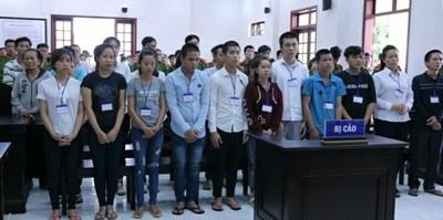 """Hai mươi người tham gia cuộc biểu tình chống Luật Đặc khu và An ninh mạng ở thành phố Biên Hòa, Đồng Nai hôm 10/6/2018 bị đem ra xét xử với cáo buộc """"gây rối trật tự công cộng""""."""