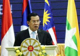 Thủ tướng Hun Sen phát biểu tại Hội nghị Bộ trưởng Ngoại giao ASEAN lần thứ 45 (AMM) ngày 9/7/2012. Photo Quoc Viet, RFA
