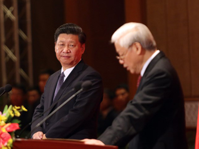 Chủ tịch Trung Quốc Tập Cận Bình (trái) và Tổng Bí thư Cộng sản Việt Nam Nguyễn Phú Trọng tại Hà Nội vào ngày 6 tháng 11 năm 2015.