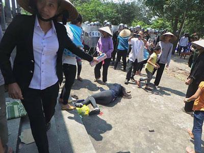 Một giáo dân bị đánh ngất xỉu