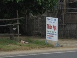 Một tiệm hớt tóc thanh nữ ở Quảng Ngãi, ảnh hôm 16/06/2012. RFA PHOTO/Uyên Nguyên.