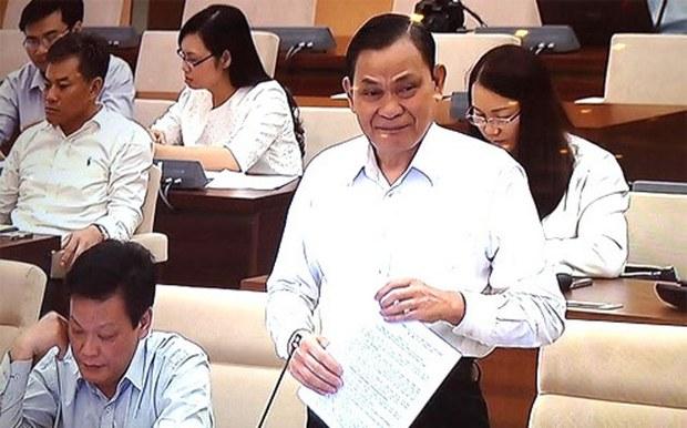 Bộ trưởng Bộ Nội vụ Nguyễn Thái Bình trình bày tờ trinh dự án Luật Về hội.