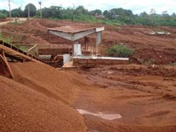 Công trường khai thác bauxite ở Nhân Cơ - Tây. Photo courtesy of 3s-vn.com.