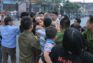Công an, an ninh bắt người biểu tình chống Trung Quốc tại Hà Nội ngày 18 tháng 5 năm 2014.