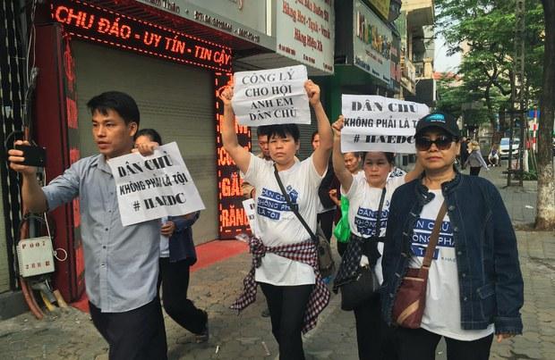 Mỹ có thể cùng lúc tăng cường quan hệ với Việt Nam & thúc đẩy nhân quyền
