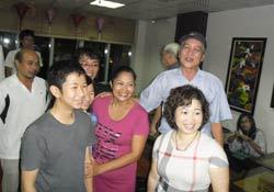 Chị Minh Hằng với niềm vui gặp lại người thân. Photo courtesy of anhbasam