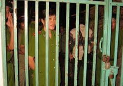 CA thường xuyên kéo đến bao vây Đạo Tràng Minh Thiện – Huệ Thọ, tp Cần Thơ. Photo courtesy of worldpress