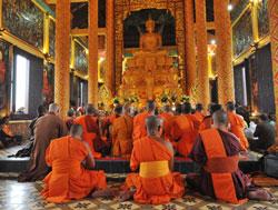 Bên trong Ngôi chùa Khmer tại Làng Văn hóa - Du lịch các dân tộc Việt Nam ở Đồng Mô, Sơn Tây, Hà Nội hôm khánh thành 23/11/2013. Courtesy cinet.gov.vn