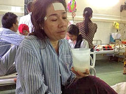 Chị Trần Ngọc Anh ở bệnh viện Saint Paul hôm 19-11-2012