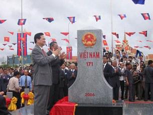 Thủ tướng Nguyễn Tấn Dũng khánh thành mốc 171 tuyến biên giới Việt Nam -  Campuchia.