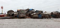 Xóm nhà chòi ven hồ Tonlesap