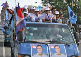 Đoàn tuyên truyền vận động tranh cử của đảng Sam Rainsy. Photo by Quoc Viet, RFA
