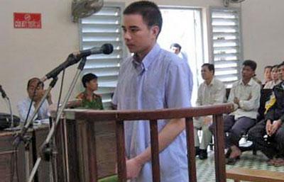 Anh Hồ Duy Hải trong phiên xử sơ thẩm tại TAND tỉnh Long An năm 2008- Ảnh TL