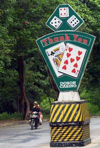 Casino Đồ Sơn, cách khoảng 130 km về phía đông của Hà Nội, ngày 15 tháng 9 năm 2002. AFP PHOTO/HOANG DINH NAM.
