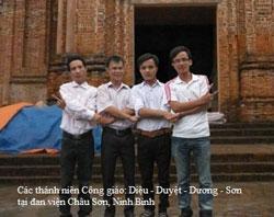 Các thanh niên Công giáo: Diệu, Duyệt, Dương, Sơn tại Đan viện Châu Sơn, Ninh Bình. Photo courtesdy of GX Thái Hà.