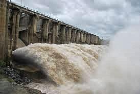 Việc xả lũ với cường độ lớn đã gây ngập lụt cho vùng hạ du, gây bức xúc dư luận thời gian vừa qua.