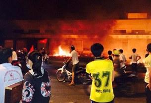 Các cuộc biểu tình chống Trung Quốc dẫn tới nhiều nhà máy có bảng chữ TQ bị đốt cháy, thậm chí có xô xát tại Hà Tĩnh khiến trên 20 người bị thiệt mạng