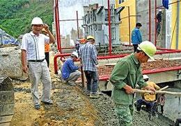 Công nhân Trung Quốc ở Za Hưng, Quảng Nam – Ảnh: Báo Sài Gòn Tiếp Thị