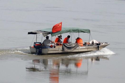 Hình minh hoạ. Tàu Trung Quốc với một đội khảo sát trên dòng Mekong ở biên giới với Lào và Thái Lan hôm 23/4/2017