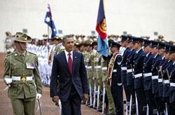 Tổng Thống Hoa Kỳ Barack Obama duyệt hàng quân danh dự khi đến Úc. 16/11/2011. AFP photo.