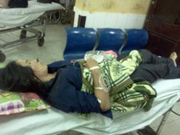 Cô Maria Ngô Thị Thanh ở bệnh viện, chờ cấp cứu. Source chuacuuthe.com