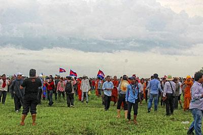 Ngày 19 tháng 7 vừa qua, hàng ngàn người Campuchia do Đảng Cứu Quốc dẫn đầu đã đến khu vực biên giới giữa Campuchia và Việt Nam ở cột mốc 203 đòi kiểm tra việc phân giới cắm mốc giữa Việt Nam và Campuchia. RFA
