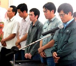 5 bị cáo là công an, đã tham gia trong vụ bắt giữ, đánh đập nạn nhân Ngô Thanh Kiều đến tử vong tại phiên xử hôm 27/3/2014.