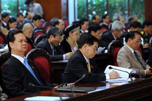Từ trái Thủ tướng Nguyễn Tấn Dũng,  chủ tịch nước Nguyễn Minh Triết,  và ông Nông Đức Mạnh, Tổng Bí thư Đảng. AFP