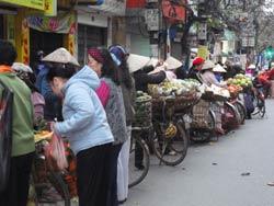 Những người lao động nghèo mưu sinh ở Hà Nội. RFA photo