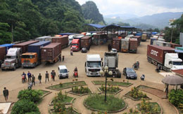 Hàng ngàn container hàng hóa đợi làm thủ tục ở cửa khẩu Cốc Nam, Lạng Sơn