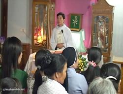 Linh mục Nguyễn Đình Thục tiếp tục chủ lễ giữa sự quấy phá của người chính quyền sai tới- photo giaophanvinh.net