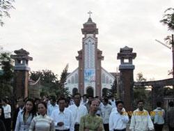Giáo dân xứ Cồn Dầu - Đà Nẵng. Photo courtesy of giaophandanang.org.