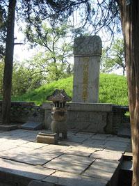 Mộ Khổng Tử tại Khúc Phụ, quê hương ông-Source: Wikimedia Commons