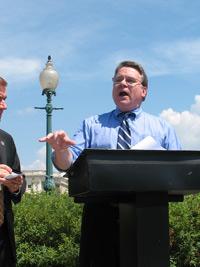 Dân biểu Chris Smith tại cuộc họp báo về nhân quyền ở Washington DC hôm 22/07/2010. RFA PHOTO.