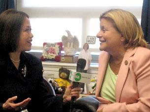 Bà dân biểu Ileana Ros Lehtinen trả lời phỏng vấn Thanh Trúc, phóng viên RFA