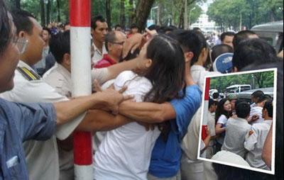 Người dân biểu tình phản đối Trung Quốc lấn chiếm lãnh hải cũng bị đánh đập bắt bớ