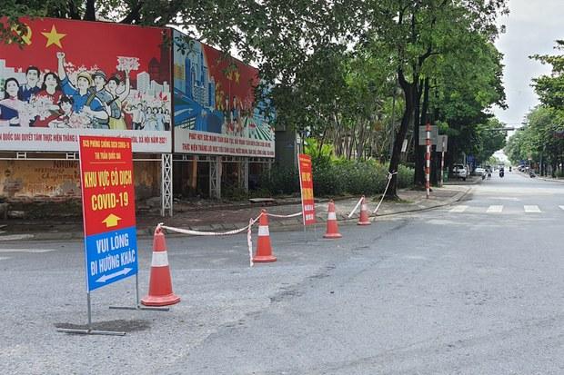 Hình minh hoạ: Đường phố Hà Nội hôm 24/7/2021 khi TP thông báo thực hiện giãn cách để chống dịch COVID-19