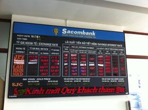 Bảng thông báo Tỷ giá ngoại tệ và Lãi xuất tiền gửi của Sacombank. RFA