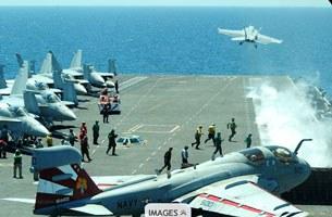 Nhiều hàng không mẫu hạm  Hoa Kỳ cùng lúc được điều động đến các vùng biển Ấn Độ Dương, Philippines...