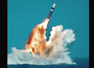 Tàu ngầm Ohio từ độ sâu gần nửa cây số dưới biển có khả năng phóng hỏa tiễn Trident hoặc Tomahawk  đến mục tiêu