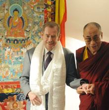 Tổng thống Václad Havel tiếp Đức Đạt Lai Lạt Ma tại Prague, 2008. AFP photo