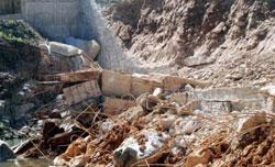 Đập thủy điện Đak Mek 3 bị vỡ. Photo courtesy of xaluan.com