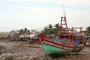 Do khai thác nhiều đập thủy điện trên thượng nguồn Sông Mekong, vao mùa khô cạn các vùng hạ lưu thường bị ảnh hưởng. RFA