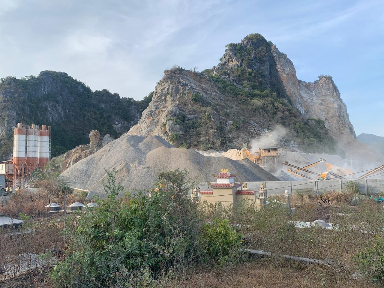 Mỏ đá tại Quảng Bình đe doa sinh cảnh của quần thể voọc.