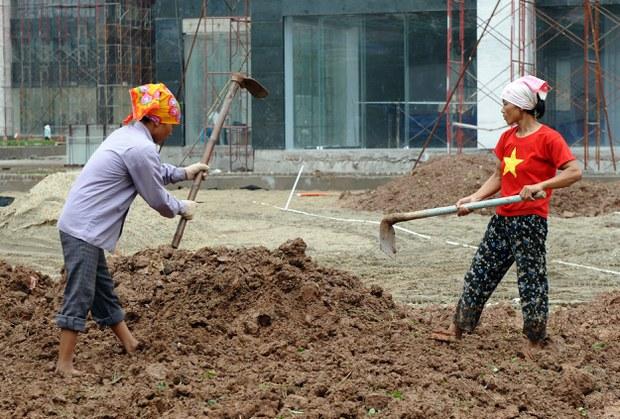 Công nhân làm việc tại một dự án xây dựng.