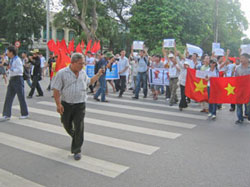 anti-china-protest-08142011-250.jpg