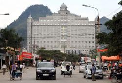 Trung tâm thương mại của Trung Quốc được xây dựng gần biên giới cửa khẩu Tân Thanh, phía bắc Lạng Sơn hôm 5/2/2009.