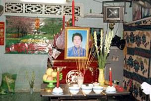 Bàn thờ bà Đặng Thị Kim Liêng.
