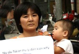 Mẹ con chị Trần Thị Nga