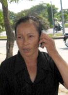 Bà Ngô Thị Lộc trả lời điện thoai. Source radio chân trời mới